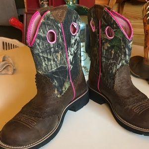 Ariat Fatbaby cowgirl boots. Camo/pink Size 8.5